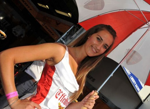 Umbrella girls al GP di Magny-Cours di SBK - Foto 5 di 13