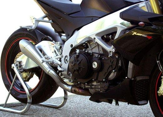 Aprilia Tuono V4 R con scarico Hydroform by HP Corse - Foto 3 di 14