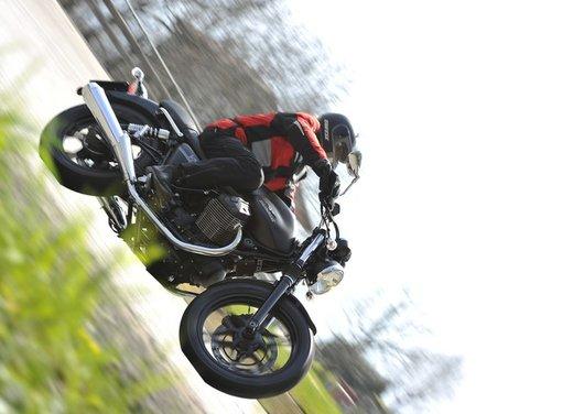 Nuova Moto Guzzi V7 test ride: classica, basic o sportiva - Foto 3 di 31