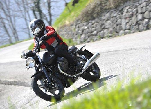 Nuova Moto Guzzi V7 test ride: classica, basic o sportiva - Foto 4 di 31
