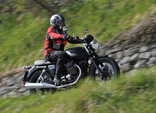 Nuova Moto Guzzi V7 test ride: classica, basic o sportiva - Foto 6 di 31