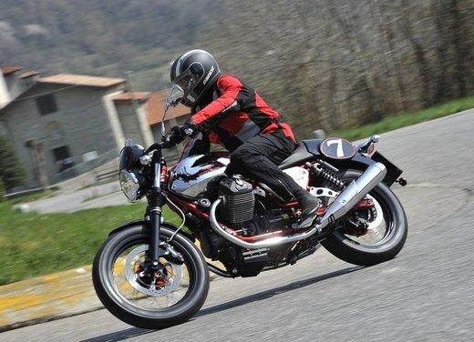 Nuova Moto Guzzi V7 test ride: classica, basic o sportiva - Foto 7 di 31