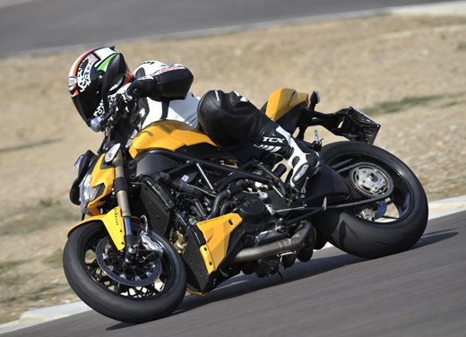 Provata la nuova Ducati Streetfighter 848 sul circuito di Modena - Foto 4 di 37