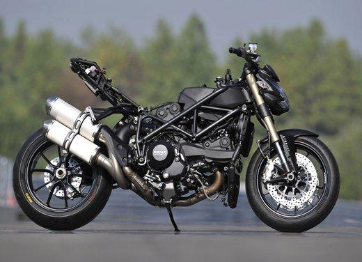 Provata la nuova Ducati Streetfighter 848 sul circuito di Modena - Foto 12 di 37