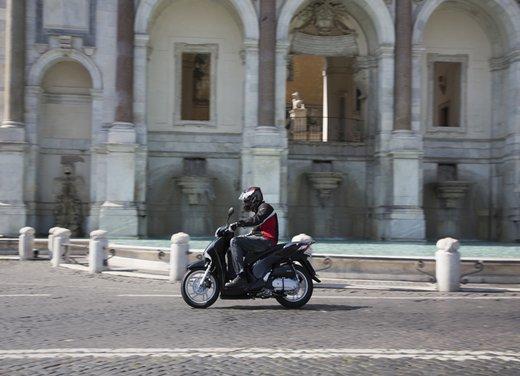 """Honda SH listino prezzi e caratteristiche dello scooter a """"ruote alte"""" Honda - Foto 7 di 33"""