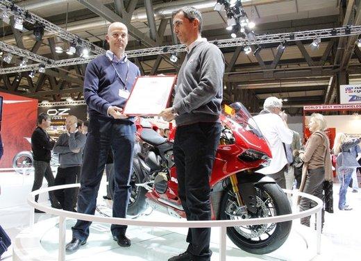 """Ducati 1199 Panigale riceve ad Eicma 2012 il premio """"Moto più Bella del Web 2013"""" - Foto 4 di 9"""