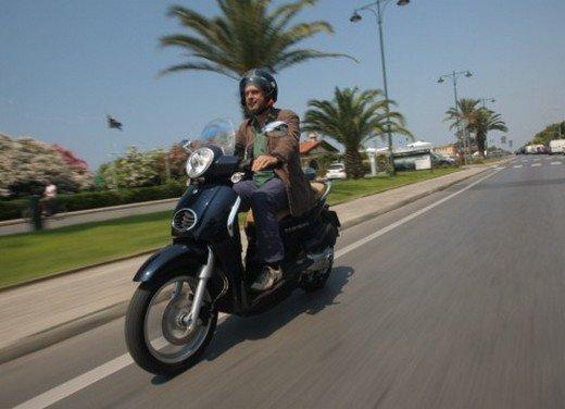 Aprilia Scarabeo 200 ie: prezzi, promozioni e novità dello scooter Aprilia - Foto 2 di 23