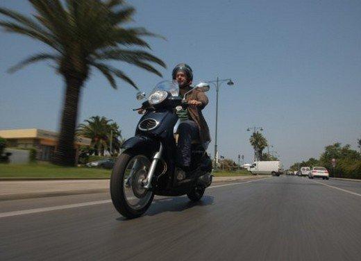 Aprilia Scarabeo 200 ie: prezzi, promozioni e novità dello scooter Aprilia - Foto 4 di 23