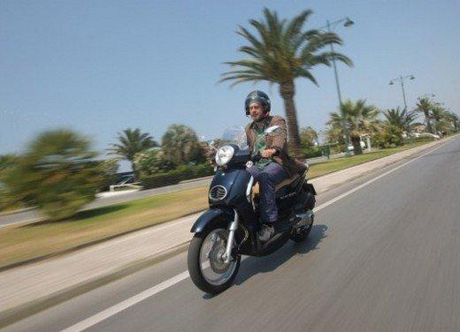 Aprilia Scarabeo 200 ie: prezzi, promozioni e novità dello scooter Aprilia - Foto 5 di 23
