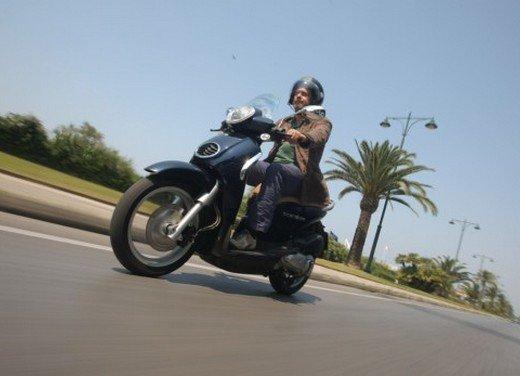 Aprilia Scarabeo 200 ie: prezzi, promozioni e novità dello scooter Aprilia - Foto 8 di 23