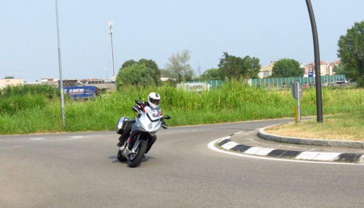 MV Agusta Turismo Veloce: la prova su strada - Foto 23 di 44