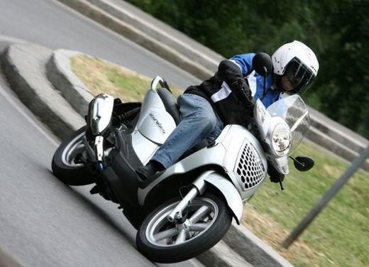 Aprilia Scarabeo 125 e 200ie – Test Ride