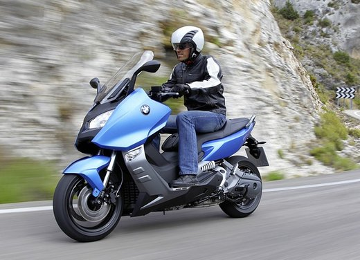 BMW C 600 Sport video ufficiale del maxi scooter sportivo BMW