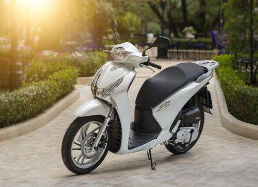 """Honda SH listino prezzi e caratteristiche dello scooter a """"ruote alte"""" Honda - Foto 9 di 33"""
