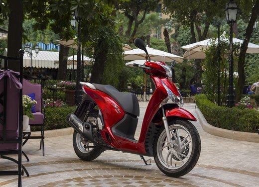 """Honda SH listino prezzi e caratteristiche dello scooter a """"ruote alte"""" Honda - Foto 10 di 33"""