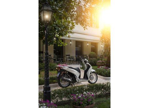 """Honda SH listino prezzi e caratteristiche dello scooter a """"ruote alte"""" Honda - Foto 25 di 33"""