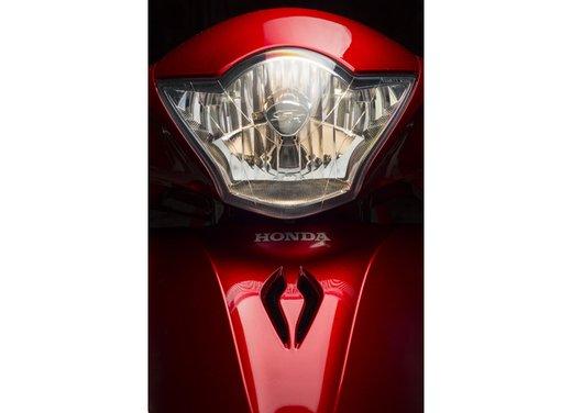"""Honda SH listino prezzi e caratteristiche dello scooter a """"ruote alte"""" Honda - Foto 27 di 33"""