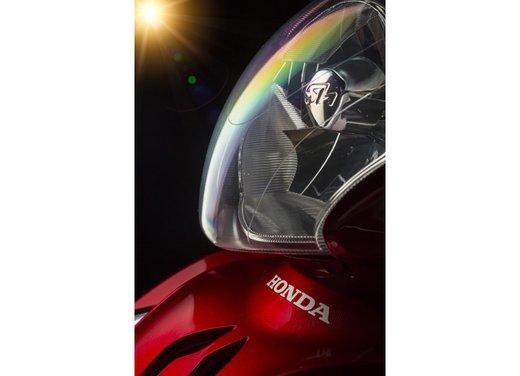 """Honda SH listino prezzi e caratteristiche dello scooter a """"ruote alte"""" Honda - Foto 29 di 33"""