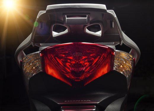 """Honda SH listino prezzi e caratteristiche dello scooter a """"ruote alte"""" Honda - Foto 18 di 33"""