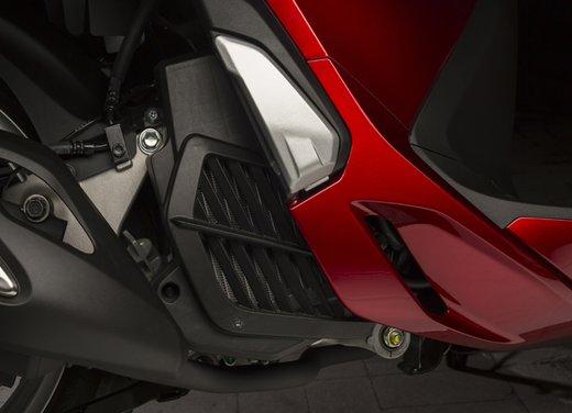 """Honda SH listino prezzi e caratteristiche dello scooter a """"ruote alte"""" Honda - Foto 21 di 33"""