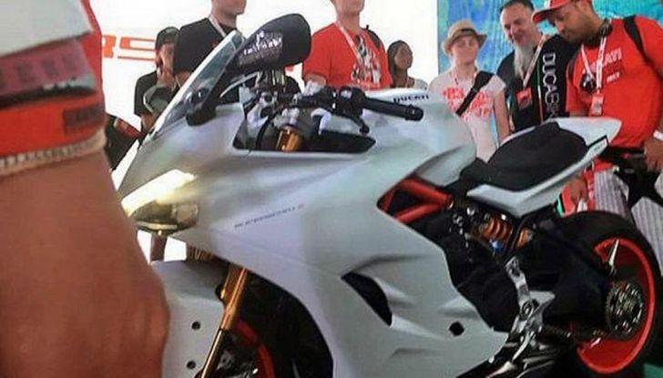 Ducati Supersport 936 2017: come ai vecchi tempi - Foto 1 di 29