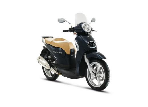 Aprilia Scarabeo 200, prestazioni e comfort per lo scooter classico che è sempre di moda - Foto 1 di 11