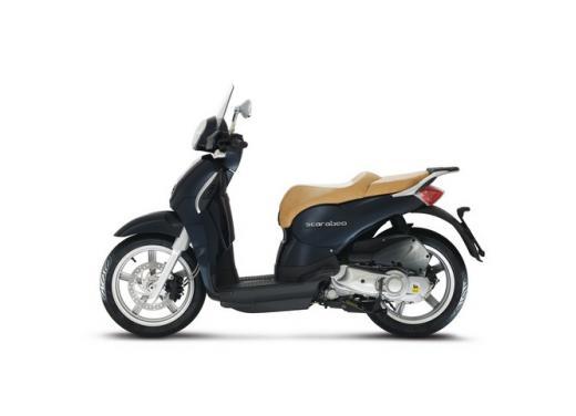 Aprilia Scarabeo 200, prestazioni e comfort per lo scooter classico che è sempre di moda - Foto 11 di 11