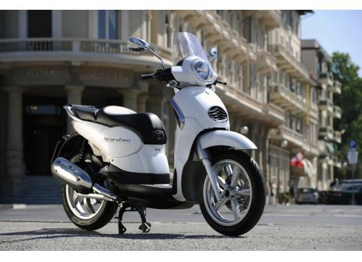 Aprilia Scarabeo 200, prestazioni e comfort per lo scooter classico che è sempre di moda - Foto 3 di 11