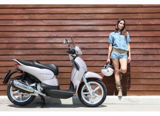 Aprilia Scarabeo 200, prestazioni e comfort per lo scooter classico che è sempre di moda - Foto 2 di 11