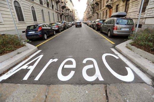 Area C libera per motocicli e ciclomotori - Foto 3 di 6