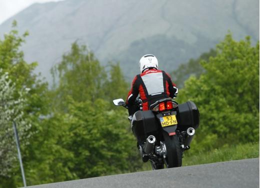 Yamaha FJR 1300 AS: sport tourer all'avanguardia - Foto 10 di 25