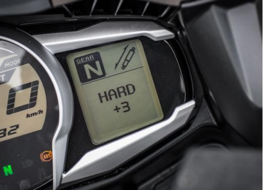 Yamaha FJR 1300 AS: sport tourer all'avanguardia - Foto 15 di 25