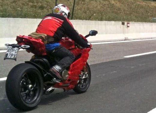 Ducati 1199 Panigale: foto spia della nuova superbike Ducati - Foto 10 di 13