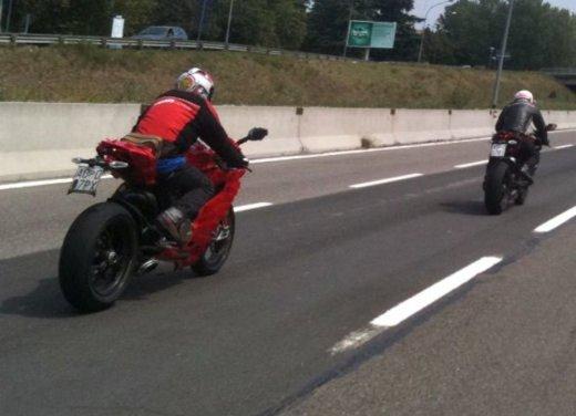 Ducati 1199 Panigale: foto spia della nuova superbike Ducati - Foto 11 di 13