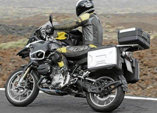 BMW R 1250 GS: foto spia della nuova adventure bike tedesca - Foto 3 di 9