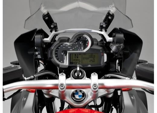 BMW R1200GS, la maxi enduro stradale è sempre leader del mercato moto 2013 - Foto 5 di 9