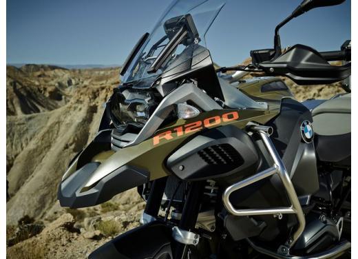 BMW R1200GS, la maxi enduro stradale è sempre leader del mercato moto 2013 - Foto 8 di 9