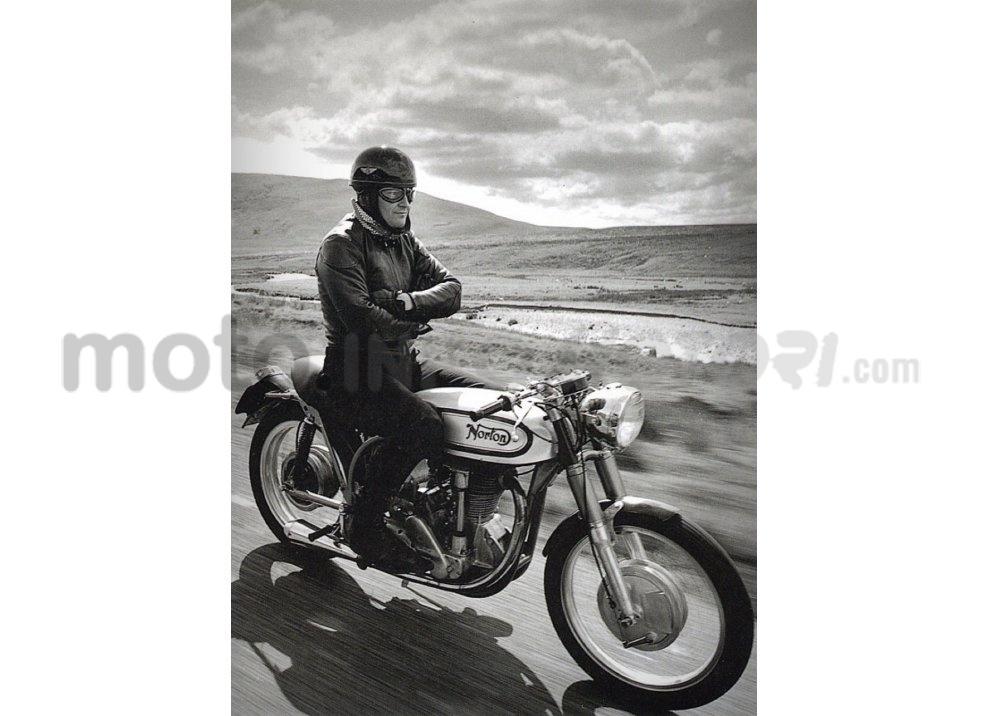 Classifica: i 5 segni tra motociclisti che ogni biker dovrebbe conoscere - Foto 4 di 10