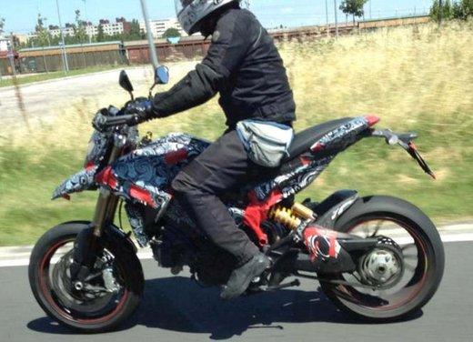 Ducati Hypermotard 848 prima foto spia - Foto 2 di 9