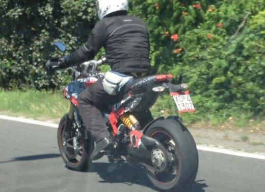 Ducati Hypermotard 848 prima foto spia - Foto 3 di 9