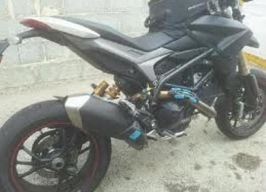 Ducati Hypermotard 848 prima foto spia - Foto 4 di 9