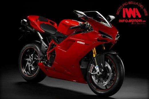 """Ducati 1198 SP """"Moto più Bella del Web 2011"""": Carlos Checa riceve il premio - Foto 7 di 11"""