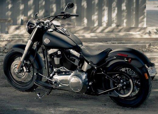 Harley Davidson Softail Slim test ride del bobber stile anni '50 - Foto 8 di 17