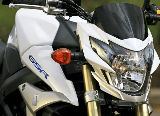 Suzuki GSR750: puntale e sella monoposto in offerta - Foto 13 di 30