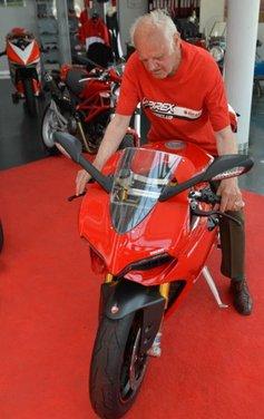 Ducati 1199 Panigale S per un rider di 85 anni - Foto 7 di 19