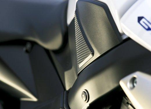 Suzuki GSR750: puntale e sella monoposto in offerta - Foto 19 di 30