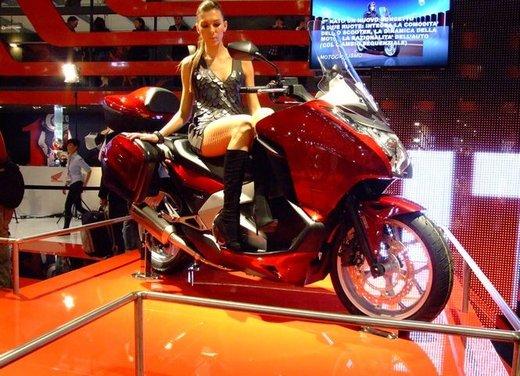 Honda Integra, compreso nel prezzo il bauletto per due caschi integrali - Foto 3 di 39