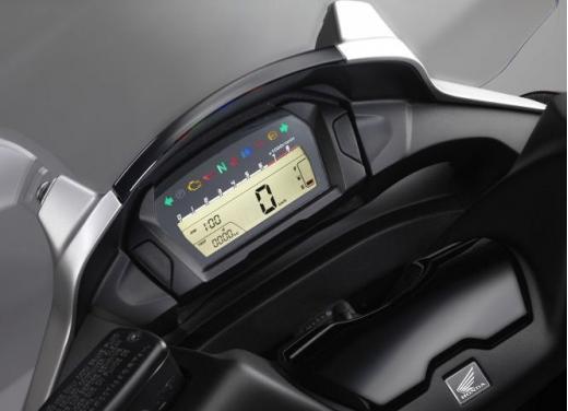 Honda Integra modello 2013 con nuova grafica - Foto 9 di 39