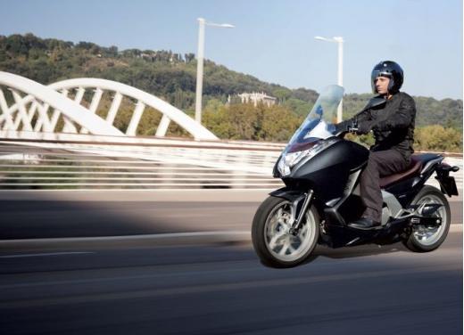 Honda Integra modello 2013 con nuova grafica - Foto 11 di 39