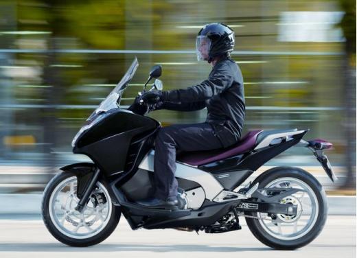 Honda Integra modello 2013 con nuova grafica - Foto 24 di 39
